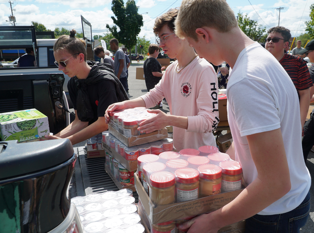 Pre-Tech Students Assist United Way Food Drive